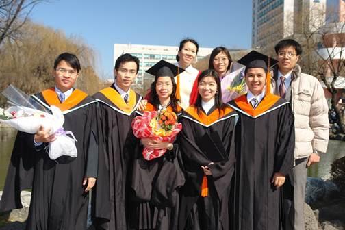 Du học sinh Việt trong lễ tốt nghiệp ở Hàn Quốc