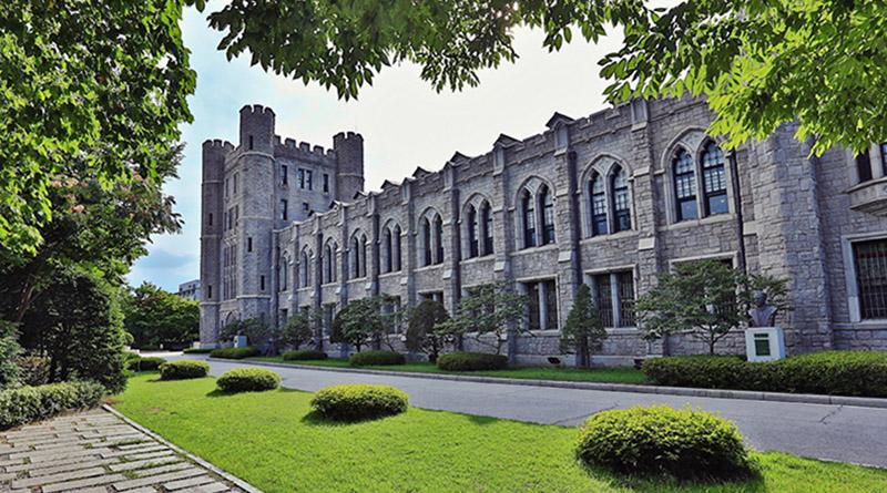 Cổng trường đại học Korea rất đẹp và cổ kính
