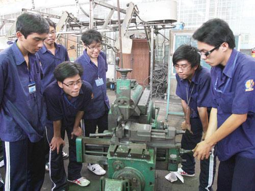 Cơ khí, kỹ thuật là ngành học được nhiều người quan tâm khi du học Hàn Quốc