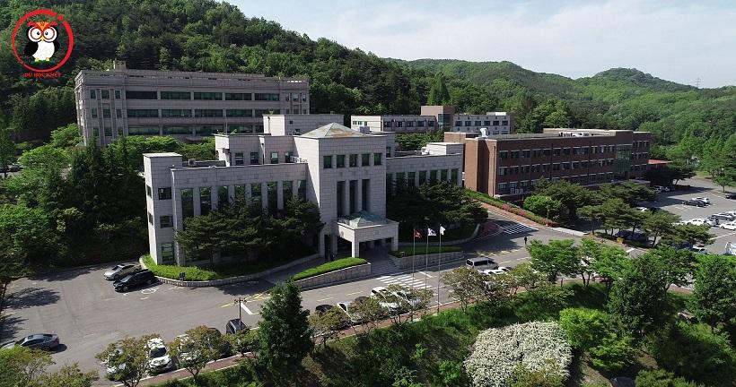 khuôn viên trường đại học Uiduk