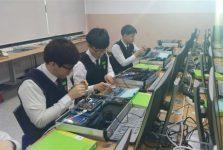 Học kiểm tra, lắp giáp linh kiện điện tử tại Hàn Quốc