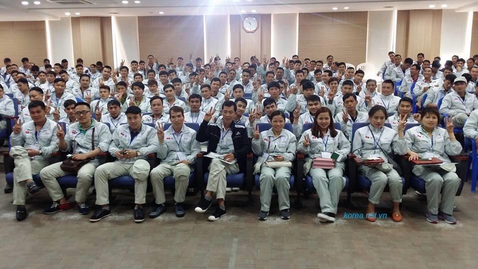 Hình ảnh người lao động học tập chuẩn bị sang Hàn Quốc làm việc