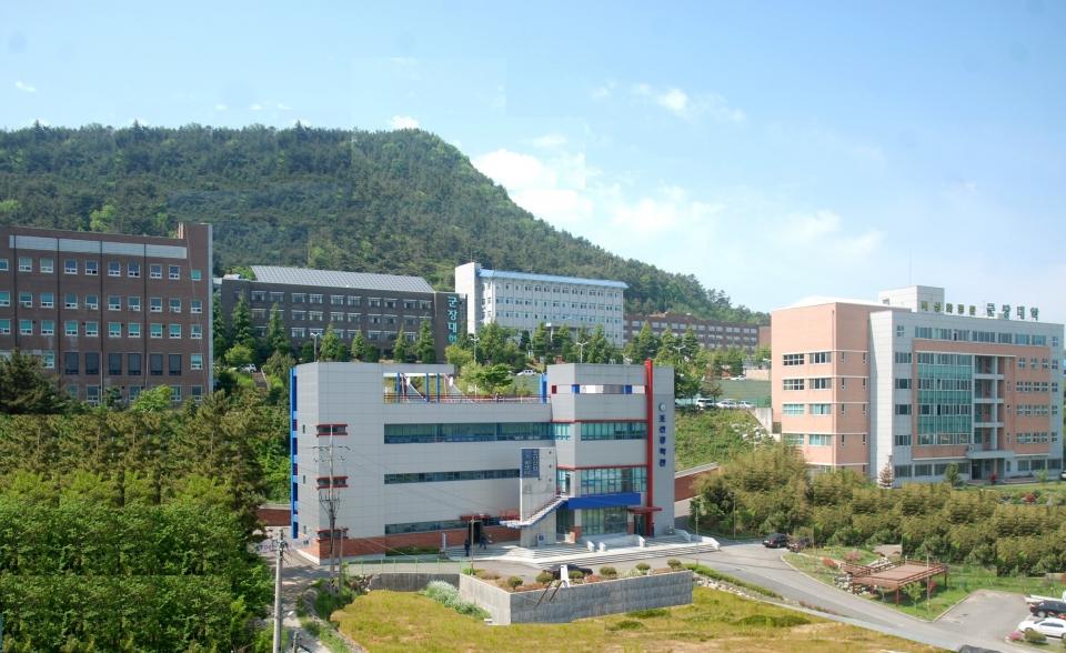 Khuôn viên trường đại học Kunjang