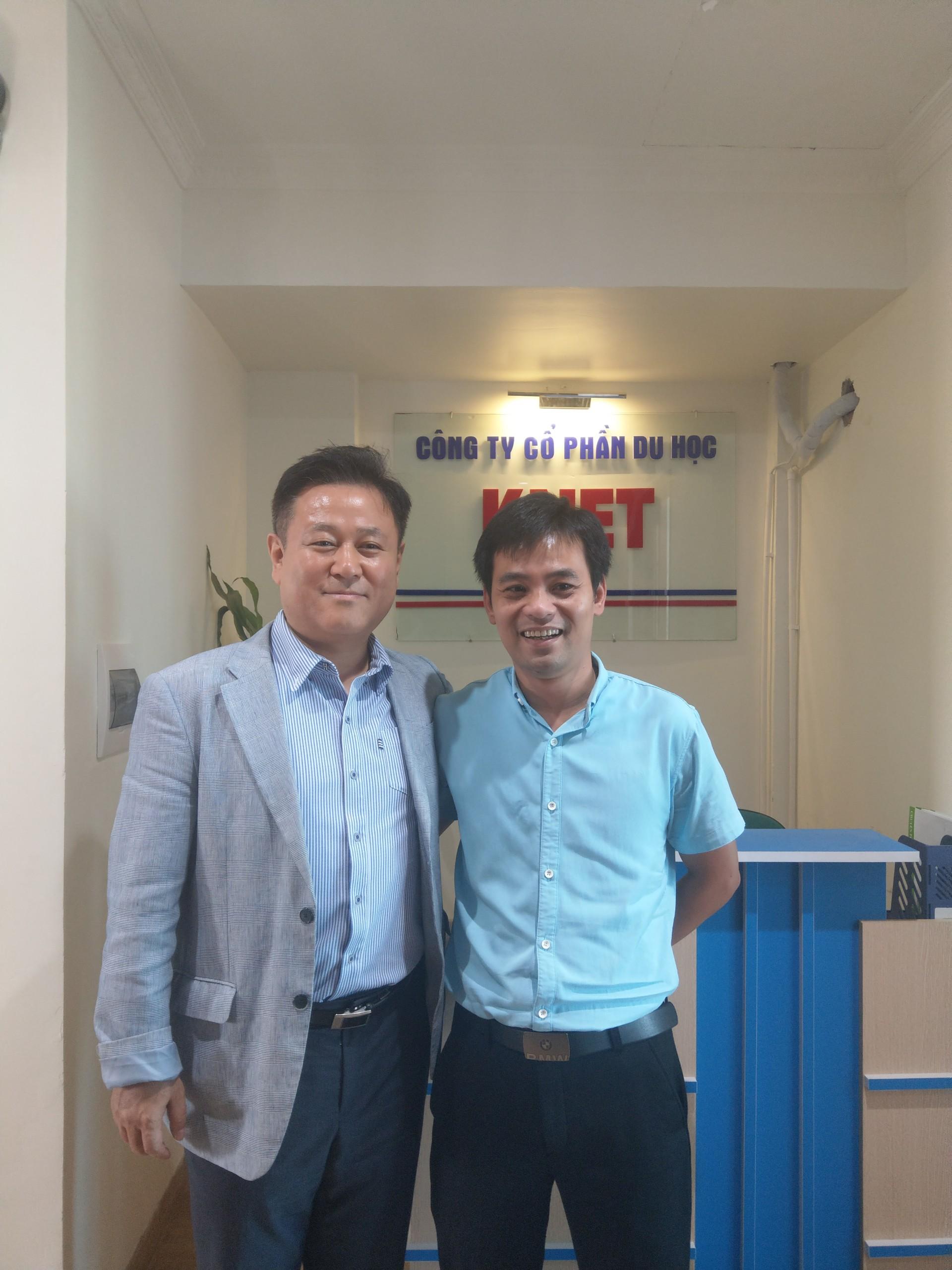 ảnh trưởng khoa tuyển sinh quốc tế trường Kyonggi và gd công ty du học KNET