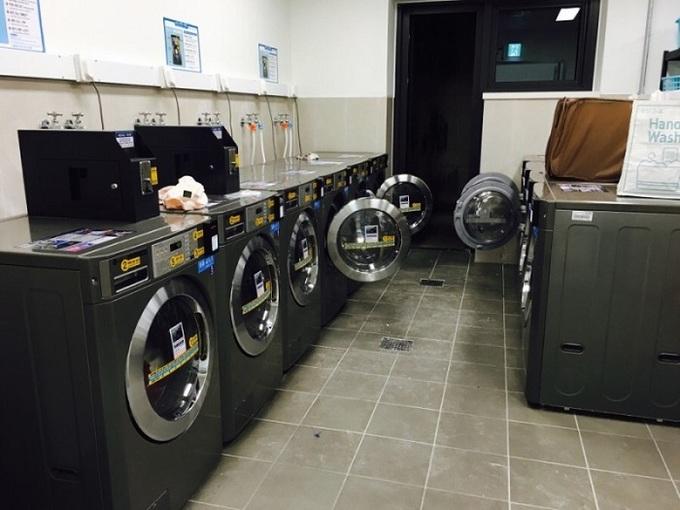 Việc giặt giũ cũng rất thuận tiện nhờ dàn máy giặt hiện đại.