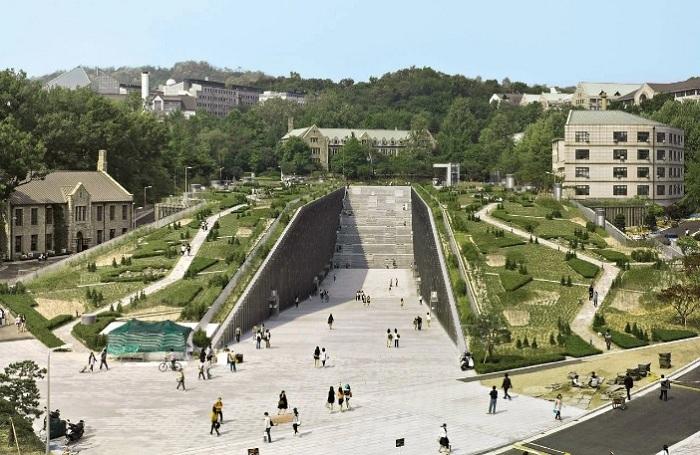 Đại học Nữ giới Ewha (Seoul) là một trong những cơ sở giáo dục bậc cao danh giá nhất Hàn Quốc. Tuy thành lập từ năm 1886, trường nổi tiếng với khu ký túc xá rất hiện đại và thanh lịch, theo Korea Boo