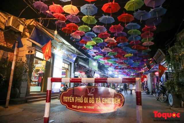 Các hoạt động này được bố trí thành các tuyến phố đi bộ, với hình thức kinh doanh lưu động, văn minh. Tổ chức trưng bày, giới thiệu các sản phẩm kinh doanh của người dân trên địa bàn, đồng thời mời các làng nghề truyền thống của Hà Nội và các tỉnh về tham dự.