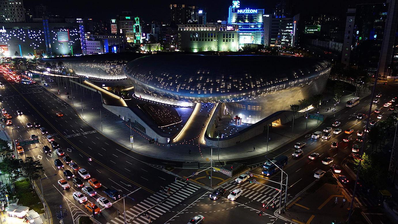 Địa chỉ: Dongdaemun Design Plaza, Ga Công viên Văn hóa & Lịch sử Dongdaemun (Đường tàu điện Seoul số 2, 4, 5), Cửa ra số 1
