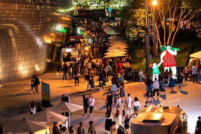 Các hoạt động khác nhau tại chợ đêm Bamdokkaebi