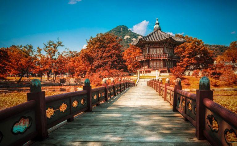 Cung điện Gyeongbukgung từ triều đại Joseon khi Hàn Quốc sang thu