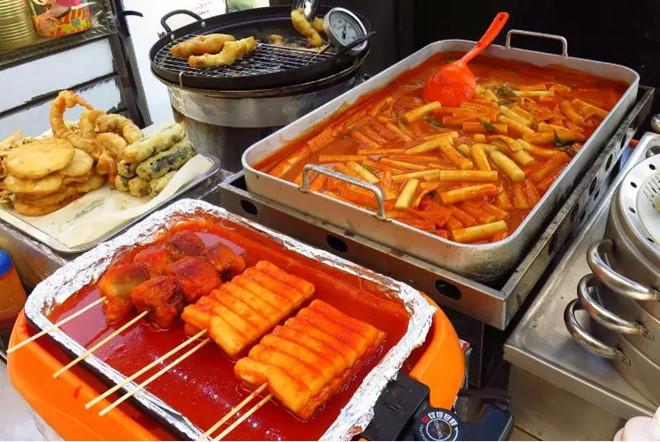 Tteokbokki - Món ăn quen thuộc đối với cả các bạn Việt Nam