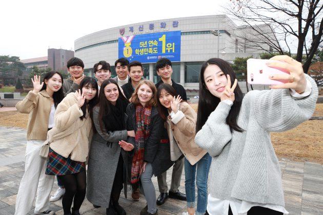 Sinh viên và du học sinh ở trường đại học Chungbuk