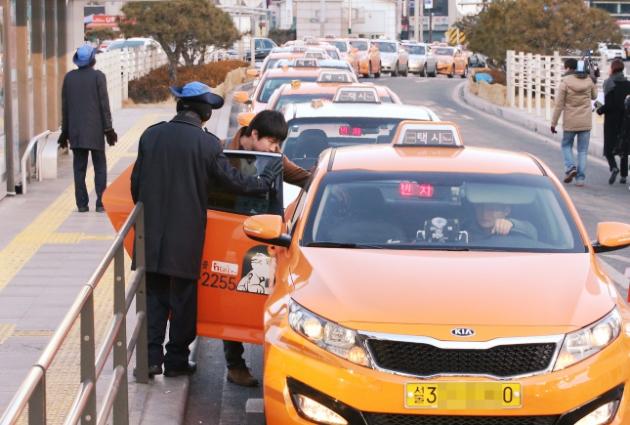 Taxi là một loại hình phương tiện di chuyển ở Hàn Quốc được dùng phổ biến