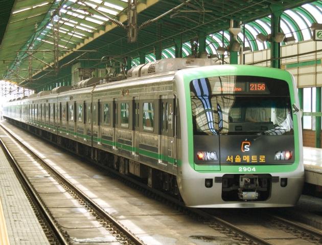 Một trong những mẫu tàu điện ngầm vận hành tại Seoul
