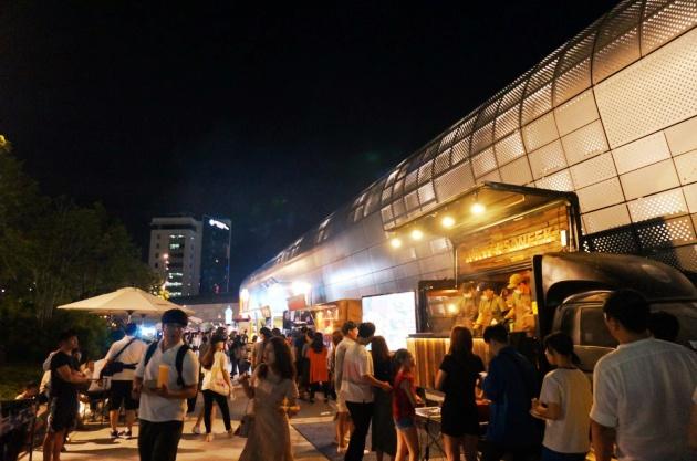 Chợ đêm Dongdaemun Design Plaza