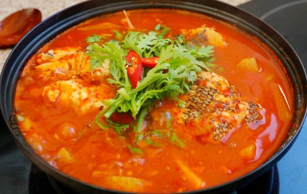 Maeuntang - Món hầm hải sản cay xè lưỡi của Hàn Quốc