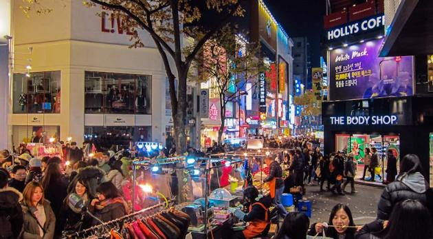 Khung cảnh Chợ Myeongdong