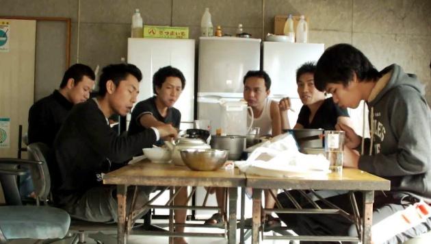Bạn không nên ăn nếu người lớn tuổi nhất bên bàn ăn chưa tới