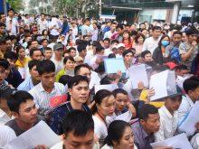 Hàng nghìn người dân đổ sô xếp hàng tại Đại Sứ Quán để xin visa Hàn Quốc 5 năm