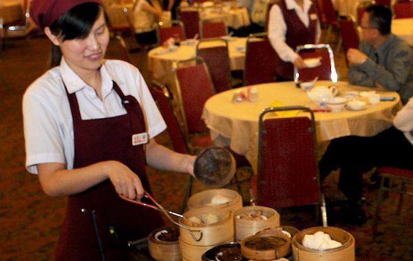 Việc làm thêm tại Hàn Quốc làm phục vụ quán ăn được nhiều sinh viên Việt mới sang lựa chọn