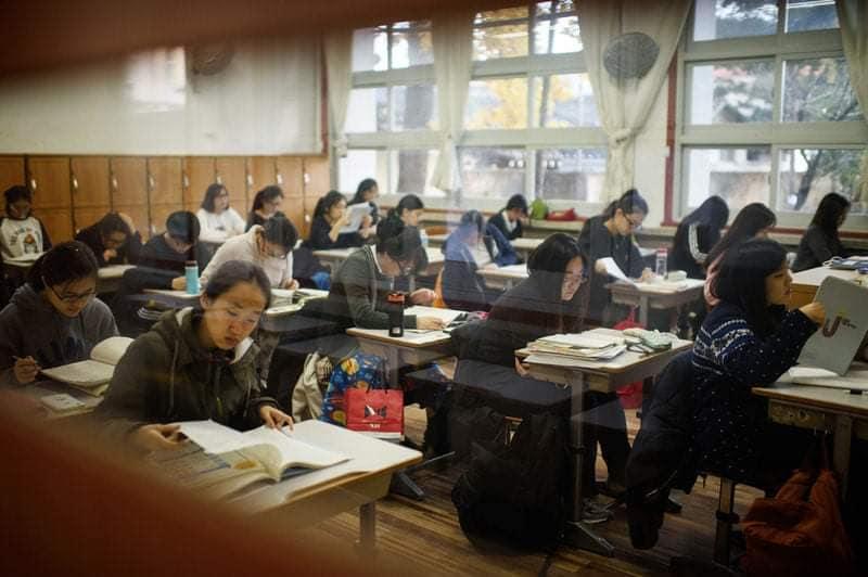 Học sinh Hàn Quốc trong phòng thi