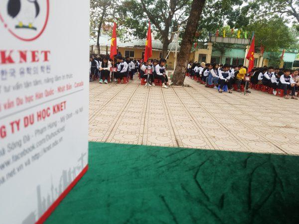 Công ty Knet trong buổi chào cờ tại trường THPT Xuân Mai - Hà Nội