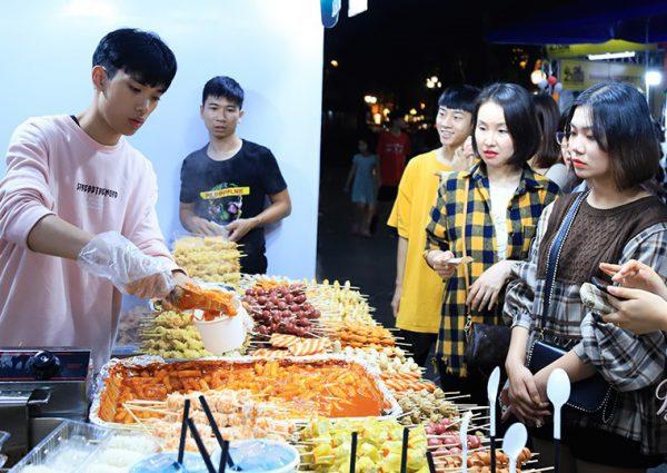 Khu phố ẩm thực về những món ăn Hàn Quốc tại Việt Nam