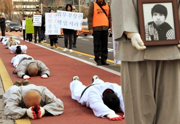 Người lao động nhập cư tại Hàn Quốc tử vong trong quá trình bỏ trốn gây nhiều tranh cãi