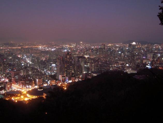 View buổi tối nhìn xuống từ đỉnh núi Nam gần Seoul tuyệt đẹp