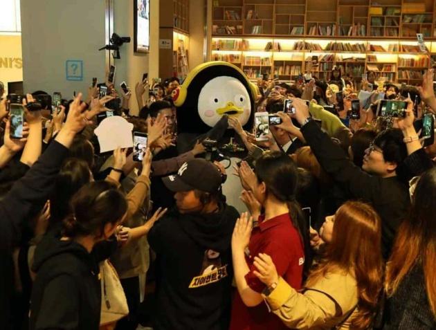 Pengsoo chiếm được nhiều cảm tình của không chỉ fan nhí mà còn cả người trưởng thành Hàn Quốc