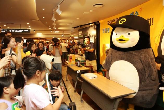 Pengsoo - Chú chim cánh cụt có hơn 1 triệu người theo dõi trên Youtube