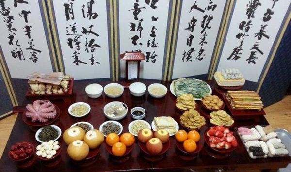 Bàn thờ tổ tiên của người Hàn Quốc trong ngày tết âm lịch