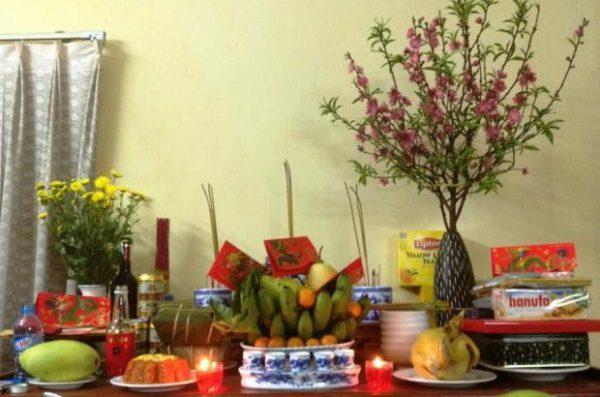 Bàn thờ tổ tiên của người Việt trong ngày tết âm lịch