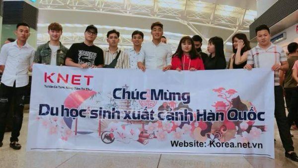 Tiễn bay các em du học sinh của công ty Knet