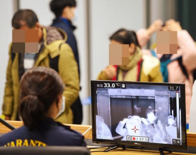 Hàn Quốc sử dụng màn hình cảm biến nhiệt ở sân bay để phát hiện người bị bệnh viêm phổi lạ ở Trung Quốc