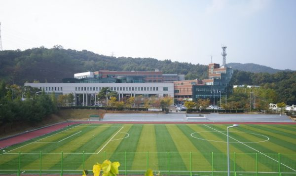 Trường được đầu tư cơ sở vật chất hiện đại nhất phục vụ nhu cầu học tập và vui chơi cho sinh viên