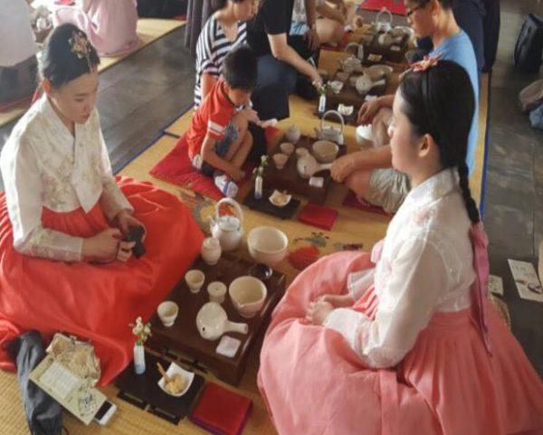 Uống trà là nét văn hóa tiêu biểu của người dân xứ sở kim chi