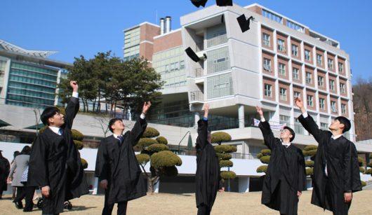 Sinh viên trong ngày lễ tốt nghiệp