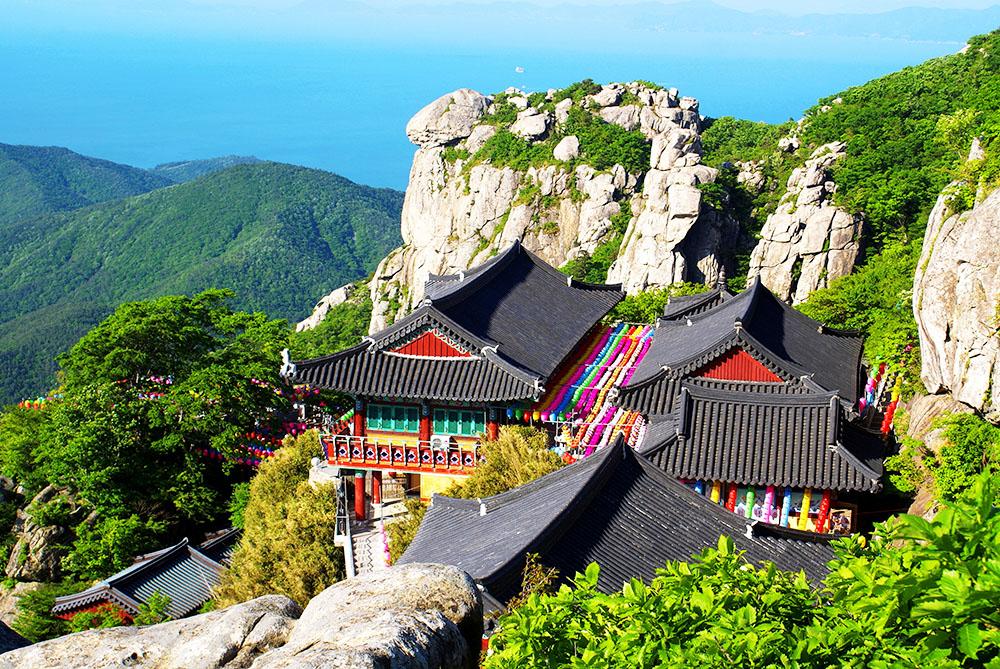 Boriam một ngôi đền linh thiêng trên đỉnh núi Geumsan