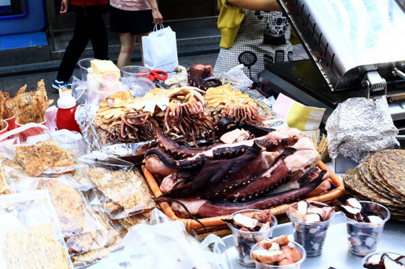 Mực nướng món ăn đường phố phổ biến ở Seoul