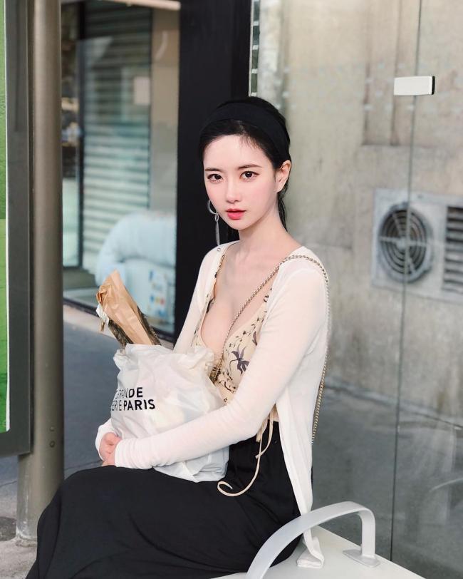 Yuki Han - tốt nghiệp khoa Thiết kế truyền thông của Đại học Hongik - Một trong những trường top đầu Hàn Quốc.
