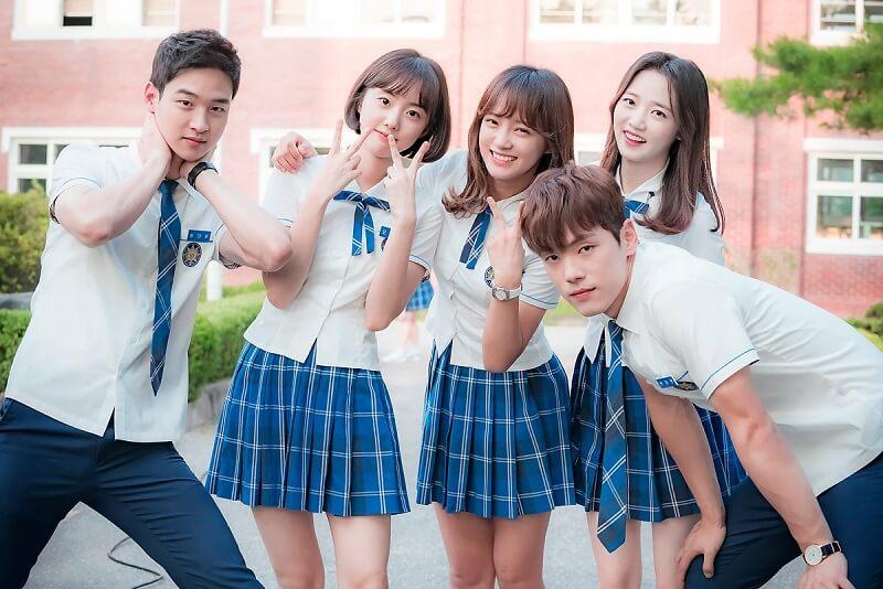 Học sinh cấp 3 đẹp lung linh khi đi du học Hàn Quốc