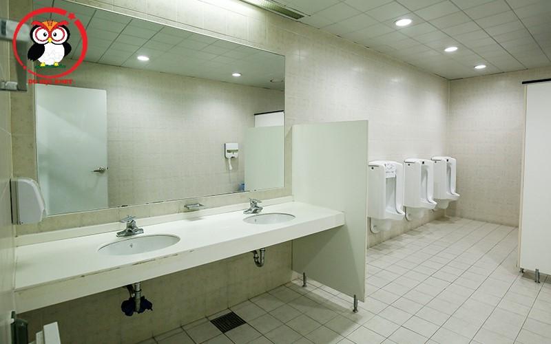 Phòng vệ sinh chung của Woosong Univ
