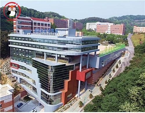 Tòa nhà chính của cao đẳng Yongin Songdam rất lớn nha